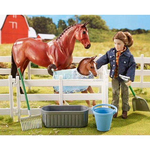 New Arrival at the Barn - 2 Horse and Figure Set (Breyer 61084)