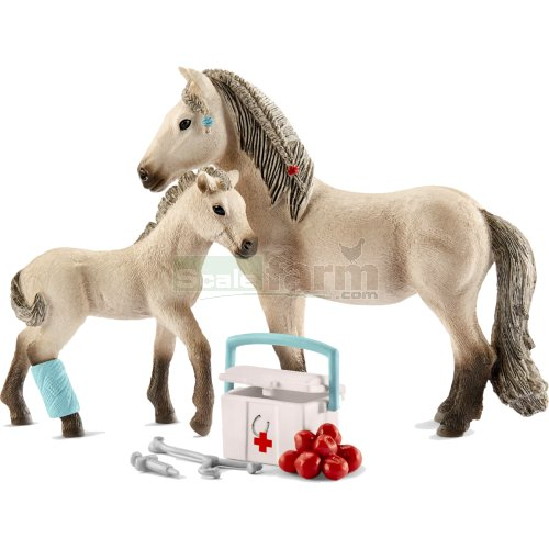 Horse, Foal and First Aid Kit Set (Hannah - Horse Club) (Schleich 42430)